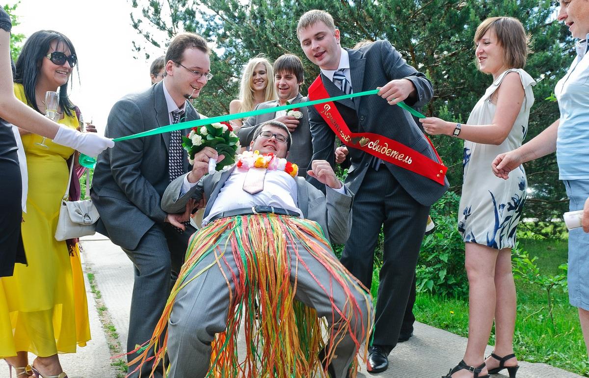 Свидетель на свадьбе