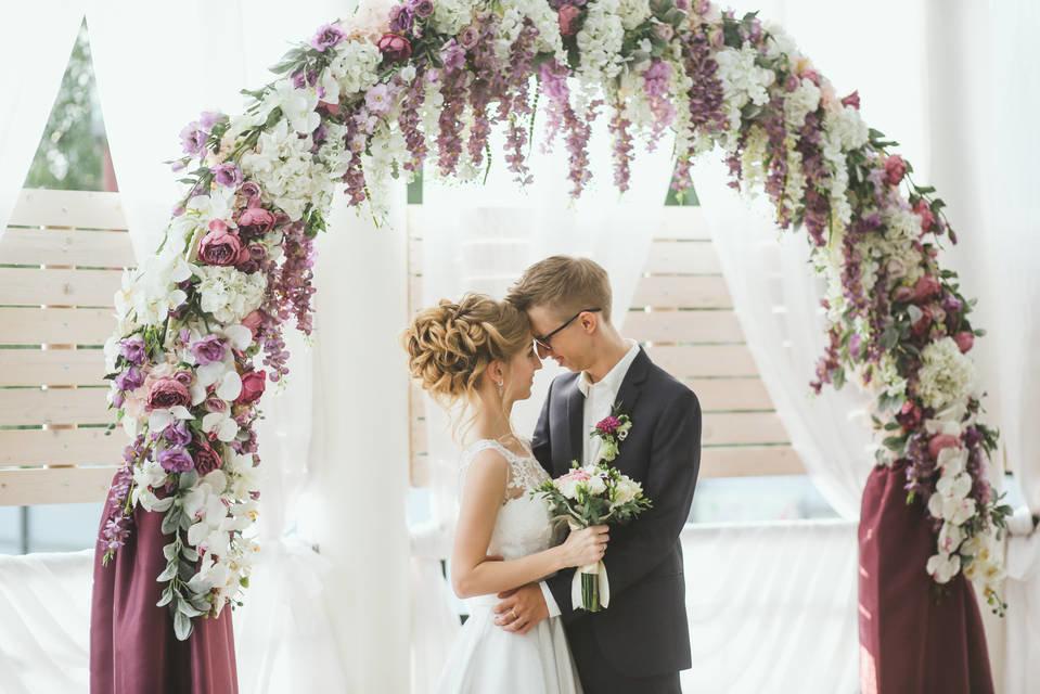Фотосессия на фоне свадебной арки