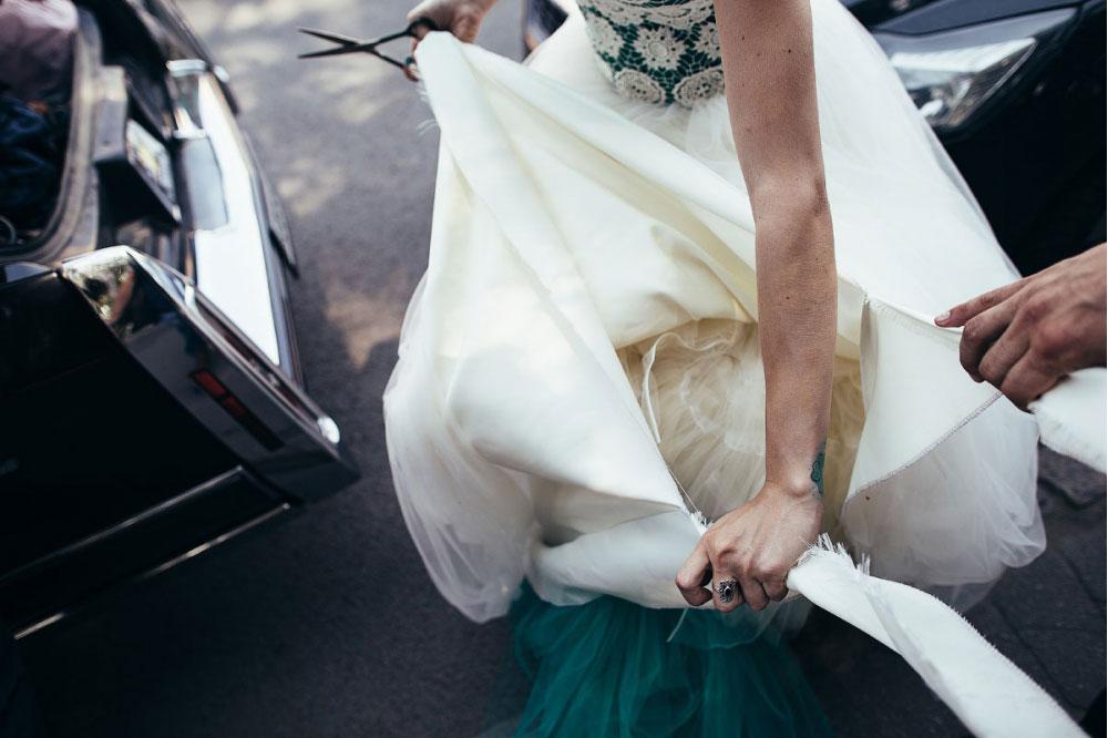 Порванное платье
