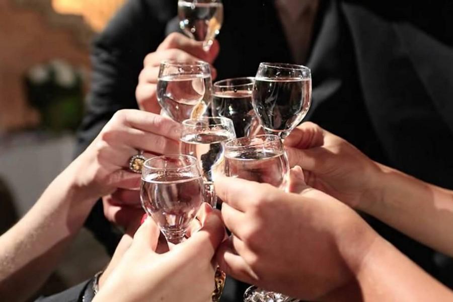 Пьют на свадьбе